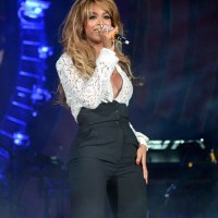Beyonce Suffers Embarrassing Onstage Wardrobe Malfunction As Blouse pops Open | Photos
