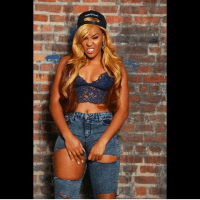 Yay or Nay? Emma Nyra Shows Off Se-xy Belly Button While Rocking Ripped Jeans | Photo