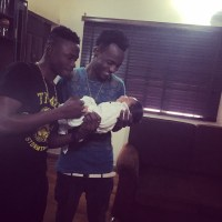 Lil Kesh Finally Meets Olamide's son - Photo