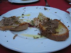 Bruschetta con ciauscolo e tartufo
