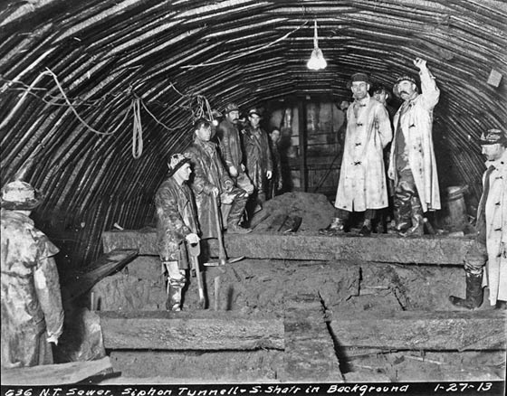 Seattle Municipal Archives Photograph Collection, Item No. 6229, workers in the North Trunk Sewer, Siphon Tunnel, 1913