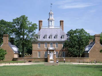 Colonial Williamsburg, Virginia Williamsburg plays host to a number of ghosts, from Revolutionary War soldiers to former prisoners of the Williamsburg jail. Meet them all on the Colonial Ghosts Tour.