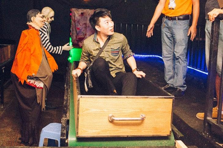 5_Chinese-amusement-park-death-simulator