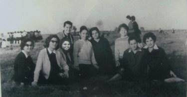 1962 Eλένη Βαρμάζη: Να 'μαστε μια ωραία παρέα . Είστε στο σημερινό γήπεδο της Περίστασης...περίπατο και πηγαίναμε ,φυσικά,με τα πόδια...