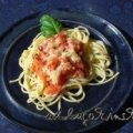 Spaghetti mit Tomatensauce und Käse