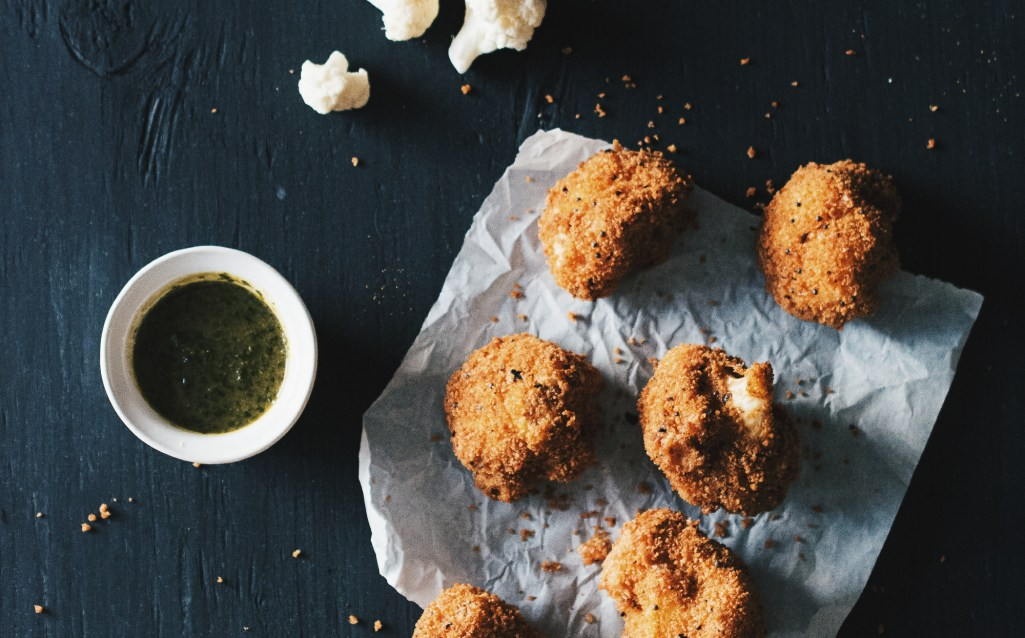Fried Cauliflower with Mint and Tamarind Dipping Sauce