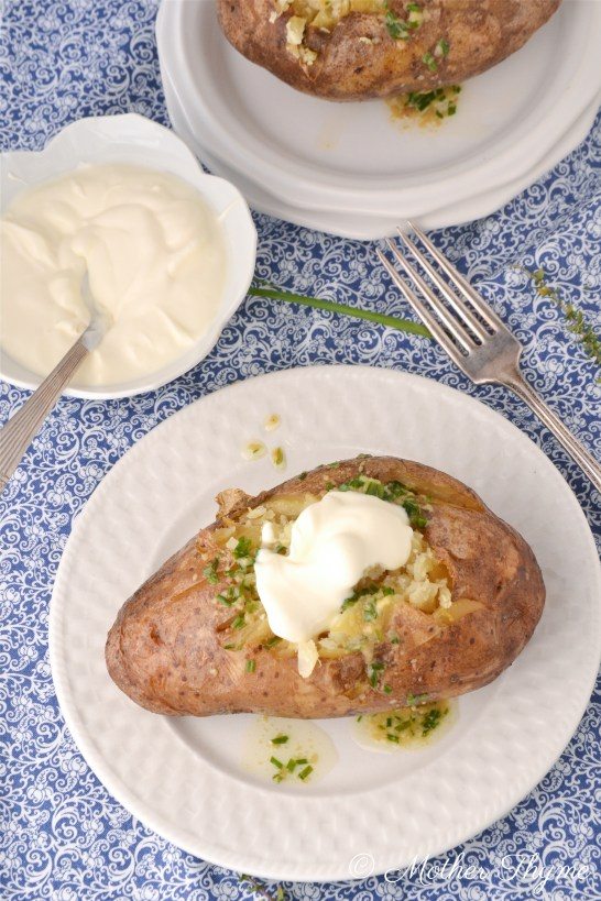 Crock Pot Baked Potatoes with Garlic and Chives