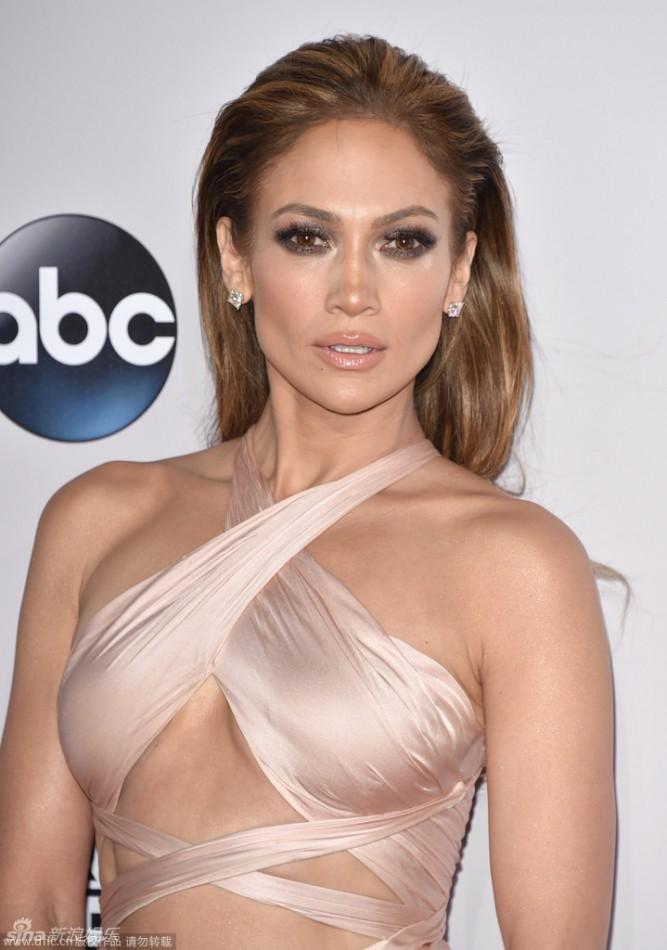 Jennifer-Lopez-Red-Carpet-Dresses-2015-AMA-jennifer lopez