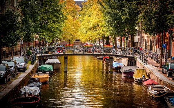 Amsterdam_travel_vacation