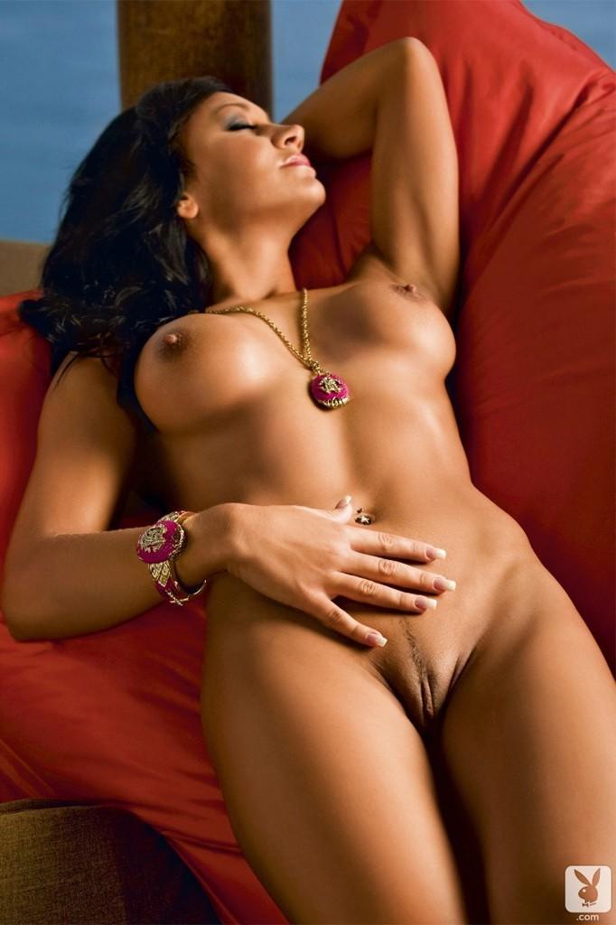 Share International club magazine nude delirium