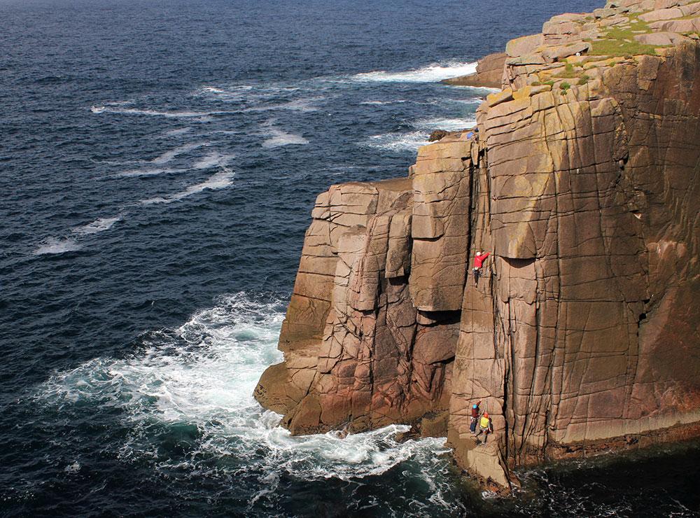 kl-klettern-in-irland-tradklettern-am-meer-c-david-flanagan-_9698