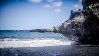 waianapanapa-black-sand-beach-road-to-hana