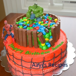 Hulk Smash - Spiderman cake