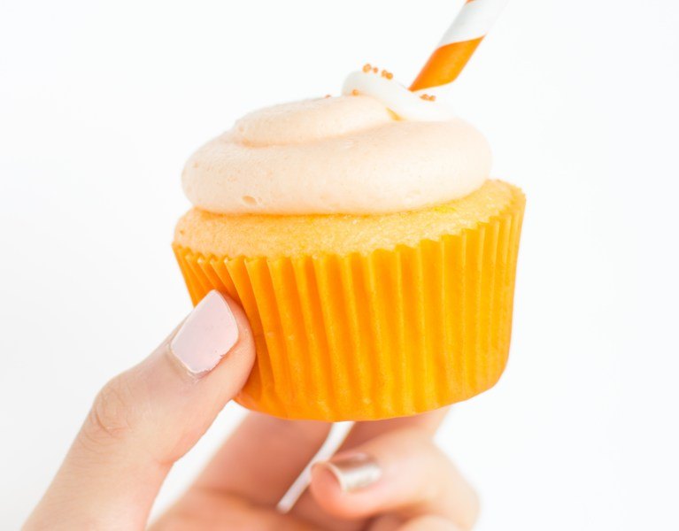 Orange Creamsicle Cupcakes | A baJillian Recipes