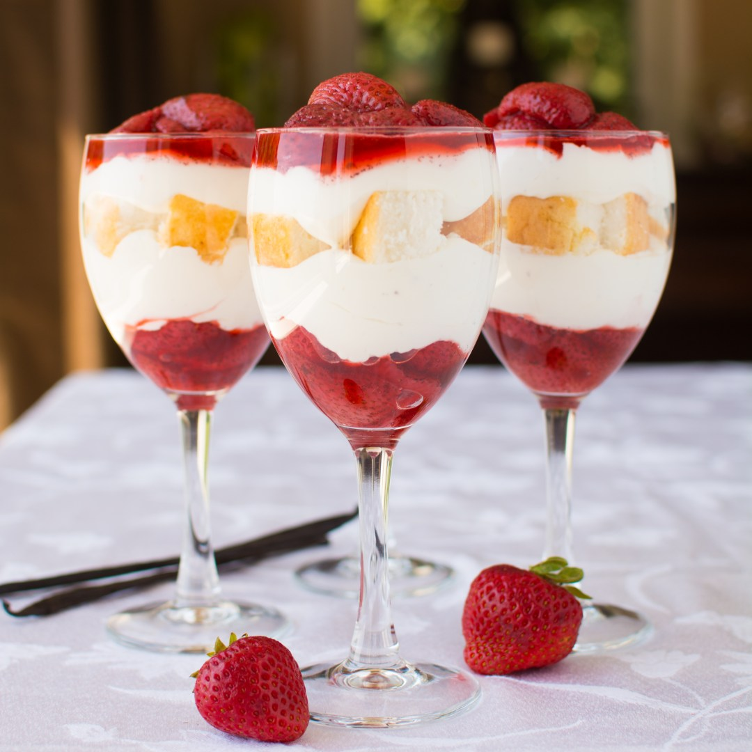 how to make strawberry shortcake with dessert shells