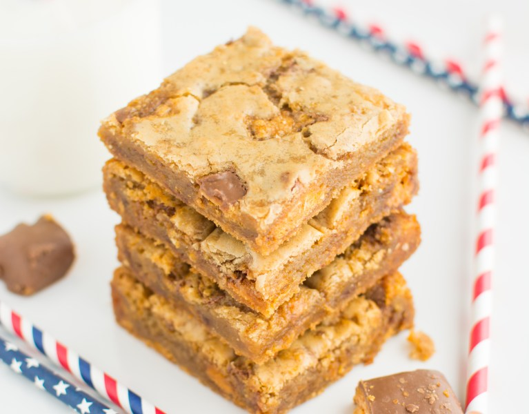 These soft and chewy Browned Butter Butterfinger Blondies are infused with browned butter and loaded with rich peanut buttery Butterfingers!
