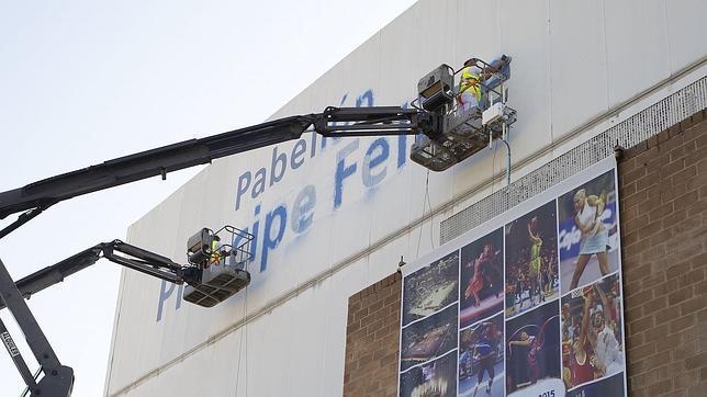 Borrado el nombre del Pabellón Príncipe Felipe de Zaragoza pese a prohibirlo el juez