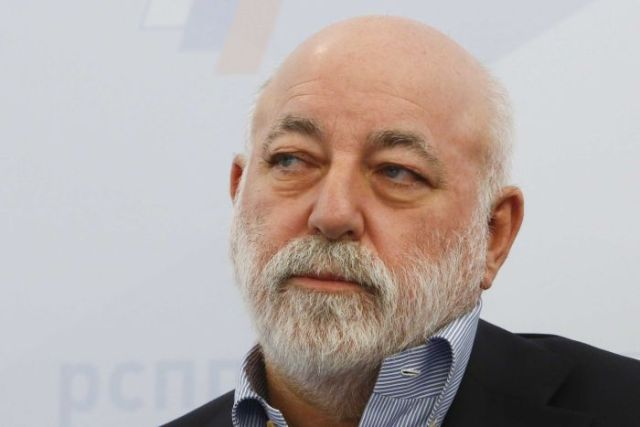 An image of bearded middle-aged businessman Viktor Vekselberg looking sideways.