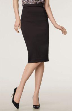 Falda estilo lápiz que marca las caderas y logra una figura más curvilinea