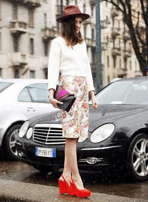 estilo femenino con sombrero campestre