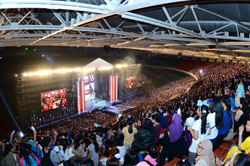 to mark the 40th anniversary of diplomatic relations between south korea and indonesia kbs held music bank in jakarta at gelora bung karno stadium on