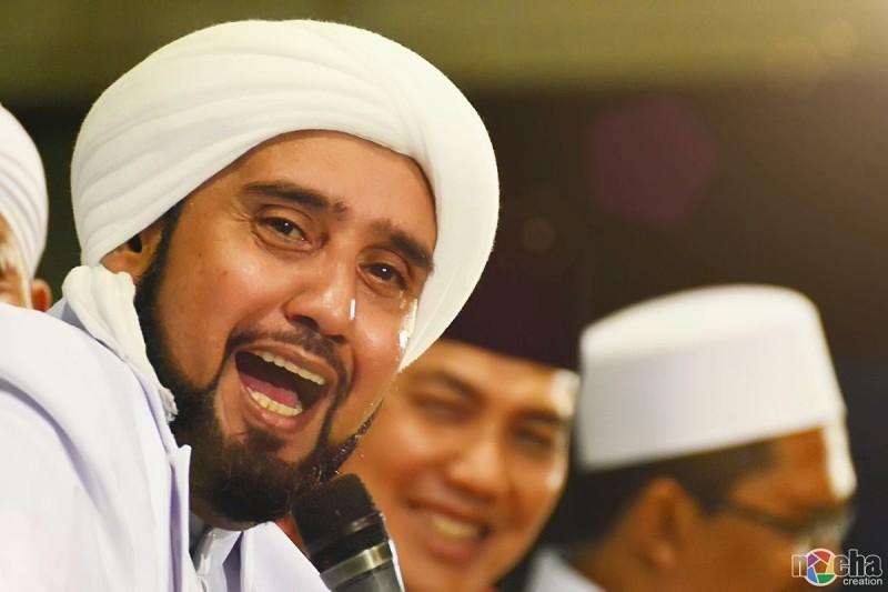 Habib Syech di panggung shalawat