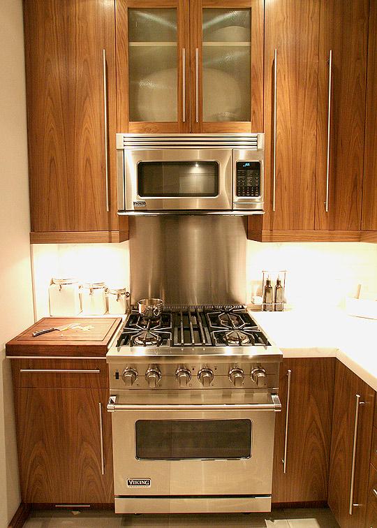 Peque as cocinas organizadas en un solo frente - Modulos para cocinas pequenas ...