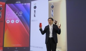 CEO Asus Jerry Shen memperkenalkan Zenfone 2 di Jakarta, Selasa (21/4/2015).