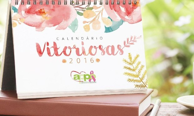Vitoriosas do câncer de mama posam de lingerie para o calendário 2016