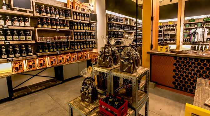 Cervejaria recebe exposição de artista petropolitana