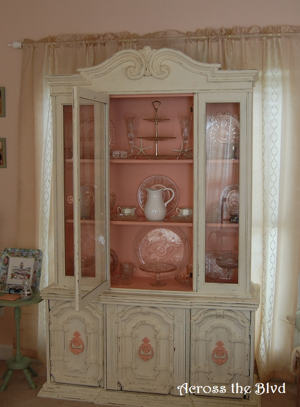 Chalk Painted Hutch Makeover with Chalk Paint