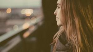 20150316155926-behaviors-genuine-people-brunette-woman-girl-looking-thinking