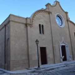 Consacrazione dell'altare e benedizione della sede e dell'ambone della Matrice di Mottola