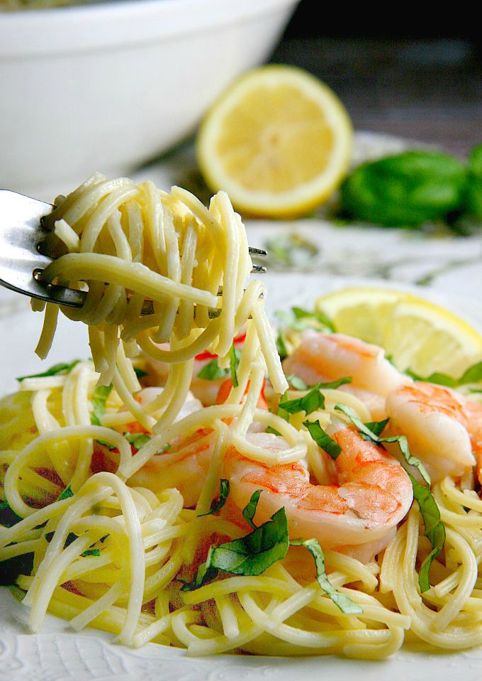 One Pot 15 min Creamy Lemon Shrimp Pasta recipe...perfect for families on the go! Light flavorful pasta with a citrus-y flavor.