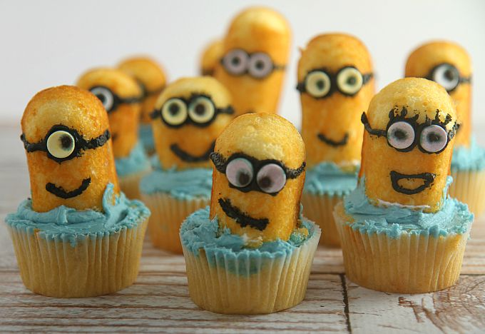 Easy Minion Cupcakes tutorial guaranteed to please any Minion fan! Fun baking project to do with your kids, grandkids, or even when babysitting!