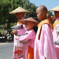 Myanmar/ Burma: Hoffen aufs erste Auto, Bildung - und eigene Coca-Cola