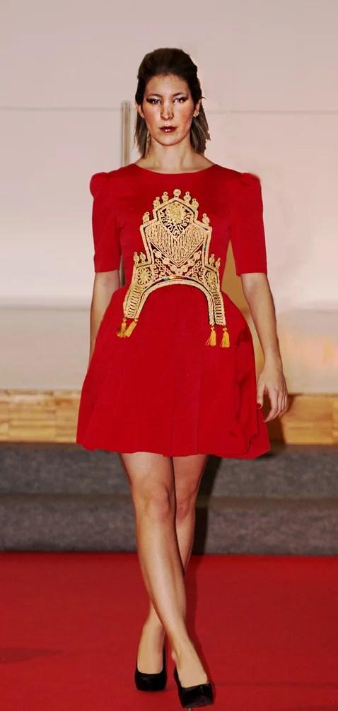 vestido rojo otoman corto brocado dorado