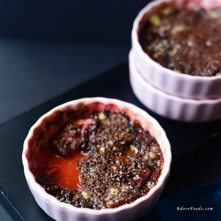 Dark chocolate and rhubarb crumble recipe, perfect for brunch or dessert #rhubarbcrumble