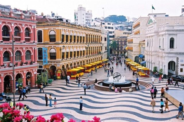 Macau's Portugese square (stareasttour.com)