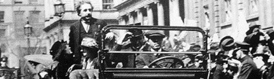 800px-Einstein_in_NY_1921
