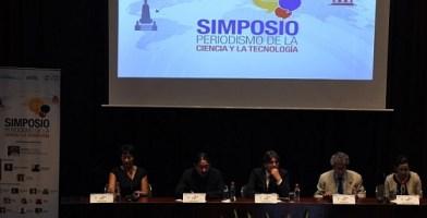 Aspecto de la participación de Antonio Calvo Roy (cuarto, de izquierda a derecha) en el Simposio Periodismo de la Ciencia y la Tecnologia, realizado en Quito el 8 de septiembre de 2015.