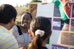 Technovation invita a equipos de niñas de todo el mundo a aprender y aplicar las habilidades necesarias para resolver problemas del mundo real a través de la tecnología.