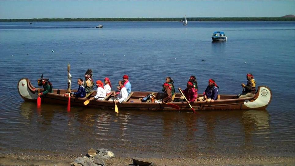 Canoe wil real Algonquins and Actors