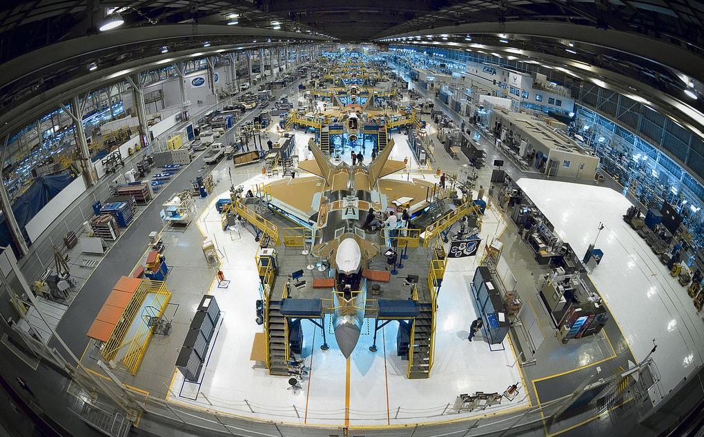 F-22 - linha de montagem - foto Lockheed Martin