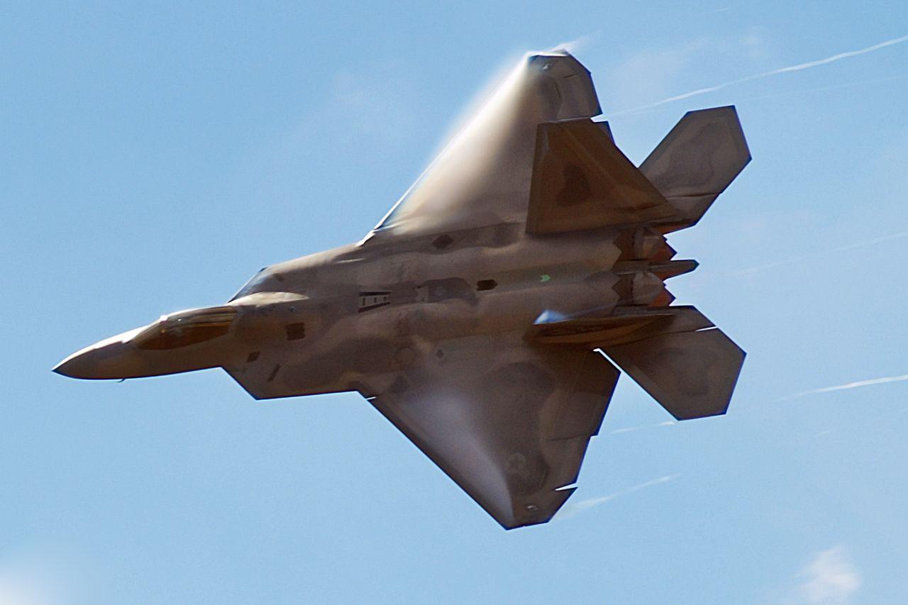 Aereo Da Caccia F 22 Raptor : F cai na califórnia poder aéreo forças aéreas e