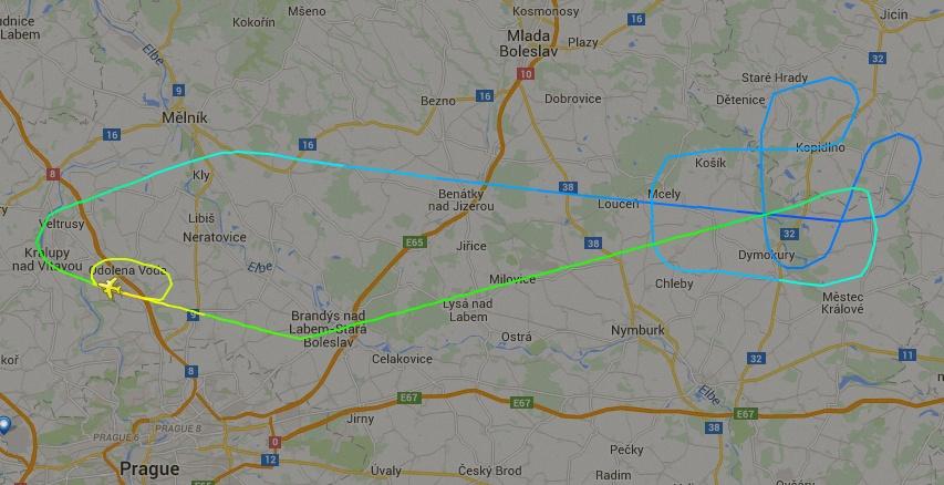 EMBRAER KC-390  - Página 2 Kc-390-na-rep-tcheca-voo-2