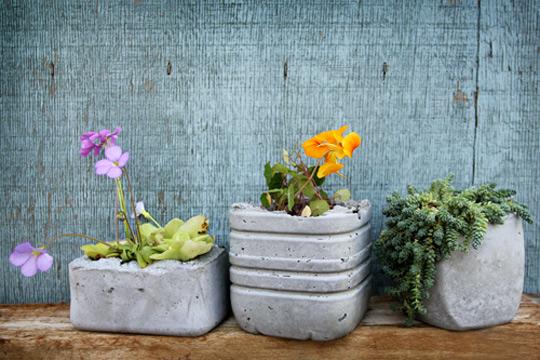 vous allez apprendre r aliser un pot en b ton tr s joli et tr s facile faire trucs et. Black Bedroom Furniture Sets. Home Design Ideas