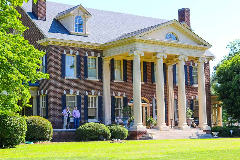 The Bentley is Kinston's finest Bed and Breakfast Inn. The beautiful Inn is full of charm and winsomeness that is matched perfectly with exceptional hospitality from it's owners, Linda and Ward. The stunning inn is also just a brisk walk away from the famous Chef and Farmer restaurant.