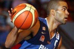Tony PARKER - France /Bulgarie - 09.09.2005 - Tournoi International de Limoges- Basketball Basket Ball - hauteur action