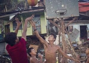 philippines ap haiyan la vie doit reprendre